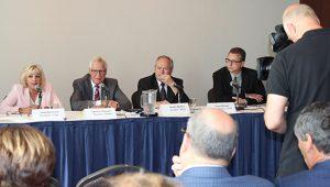 Conférence de presse pour le maintien de la démocratie scolaire avec la présidente de la FCSQ, Josée Bouchard, le président de l'ACSAQ, David C. D'Aoust, le président de la FNCSF, Robert Maddix et le vice-président de l'ACCCS, Floyd Martens.